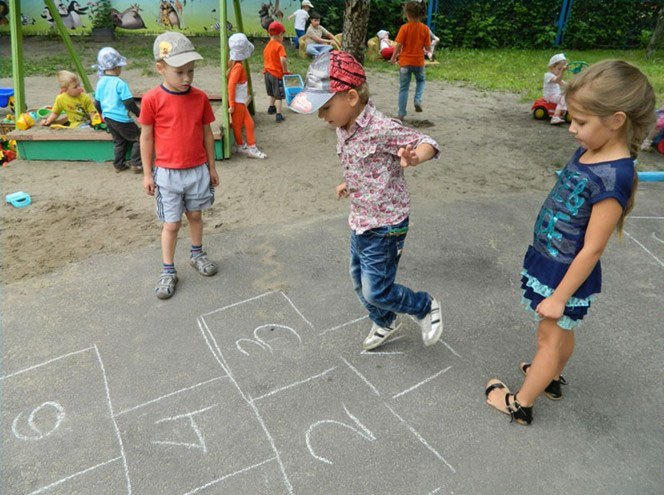 What to play with parents in the playground?