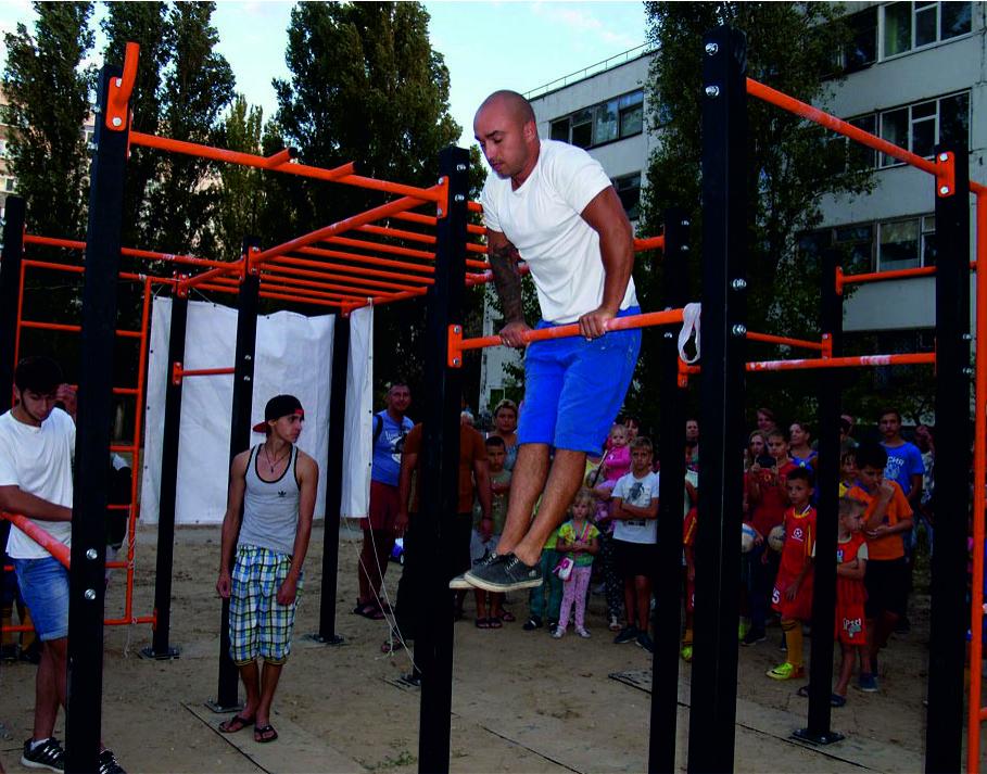 Строим детскую спортивную площадку